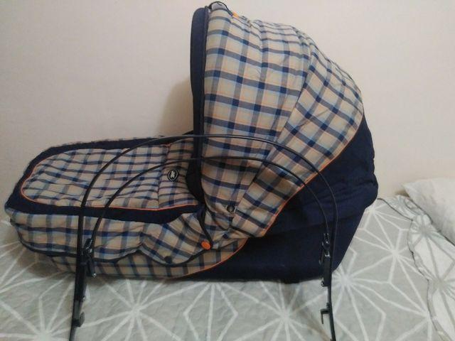Capazo portabebe, con silla de playa de regalo