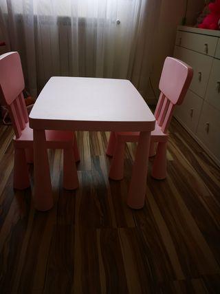 mesa y sillas mamut
