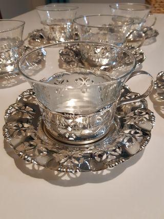 Tazas de té con base de plata