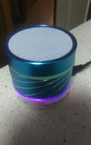 Altavoz radio nuevo
