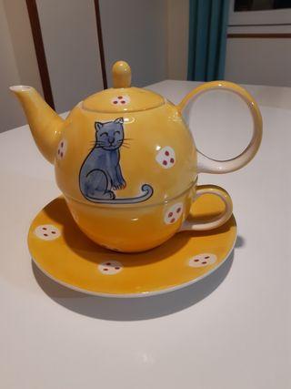 Tetera con taza