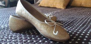 Zapatos de niña. Talla 35.Dorados