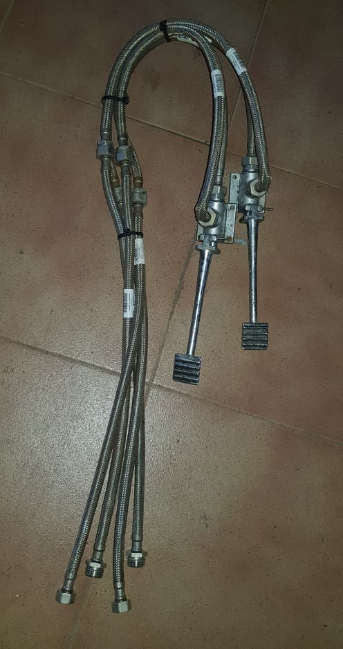 grifo pedales, con latiguillos