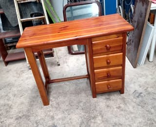 mesa escritorio de madera de pino, en muy