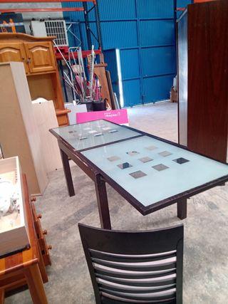 mesa extensible y 4 sillas, en muy buen e