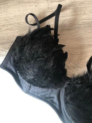 Sujetador negro plumas