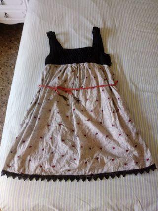 Vestido muy bonito y original.