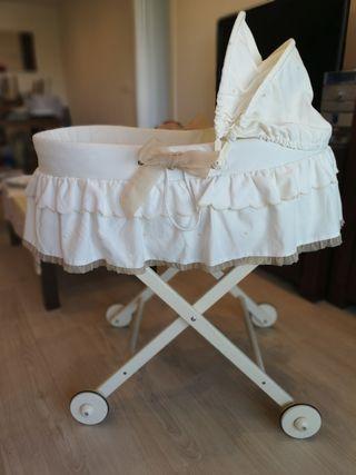Capazo-moisés bebé de mimbre y madera y ruedas