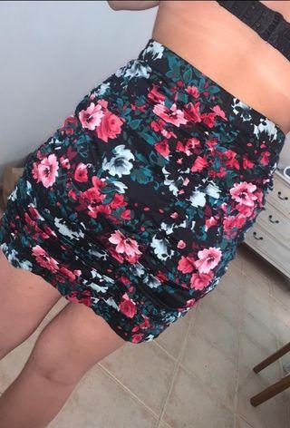 falda de flores negra
