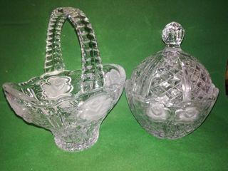 Juego decorativo de vidrio tallado. La cesta mide