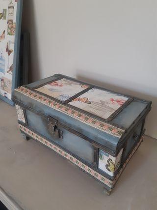 Baúl caja de música antiguo