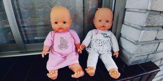 dos muñecas de famosa