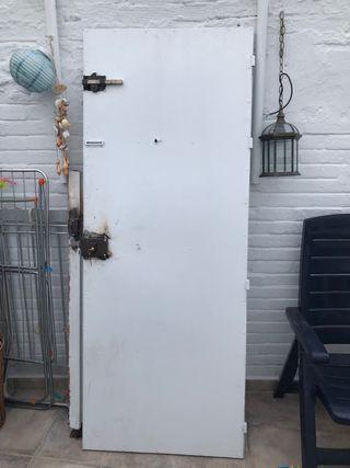 Puerta de entrada de hierro