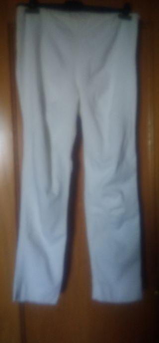 Pantalón beige básico