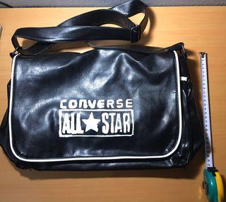 Bandolera negra 'Converse'