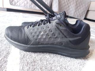 Zapatilla Nike Negra con tono verde talla 45