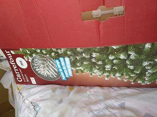 árbol de Navidad artificial y accesorios