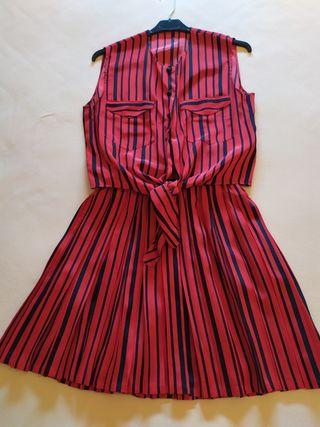 Conjunto de falda plisada y camisa