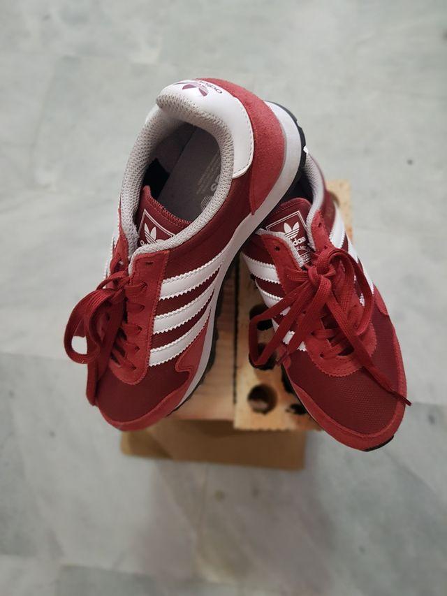 internacional Descompostura Ardilla  Zapatillas Adidas Haven retro rojo y blanco de segunda mano por 50 € en  Torremolinos en WALLAPOP