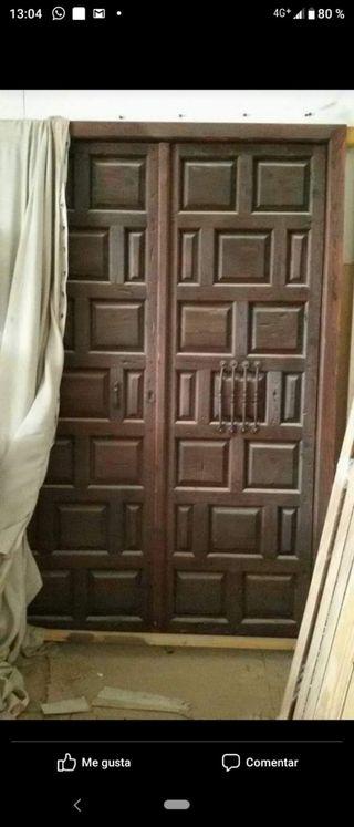 Puerta de madera maciza del año 1849