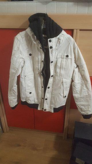 €8 pull and bear chaquetón juvenil talle M