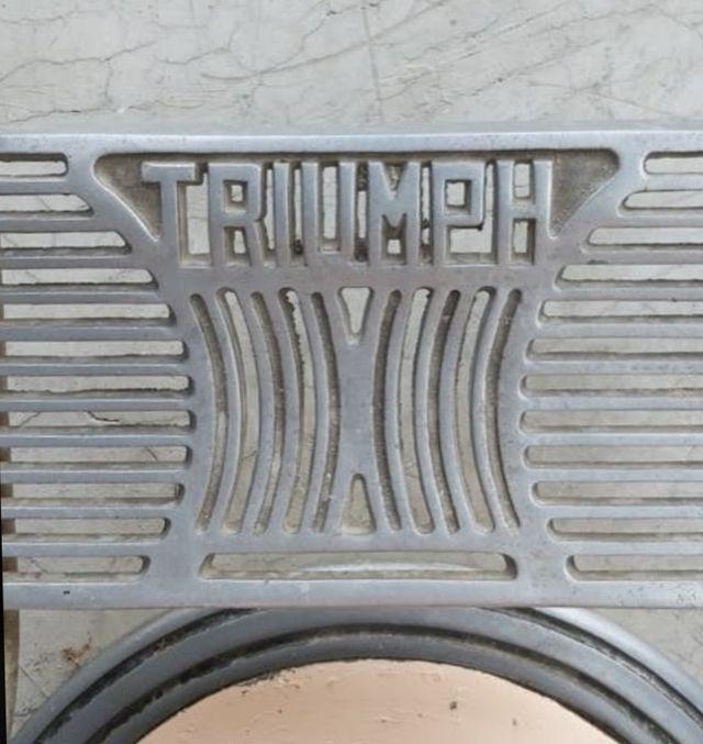 Antiguo sillón triumph