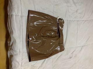 Falda de cuero marron