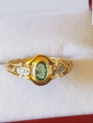 Anillo oro 18kt,esmeralda y diamantes