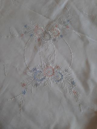 colcha antigua 105 o 90 bordada de organdil