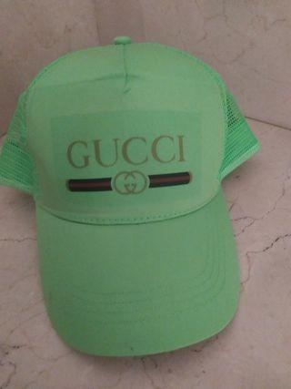 gorra en verde
