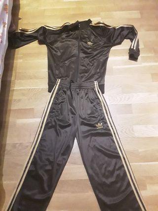 Chándal Adidas marrón y dorado