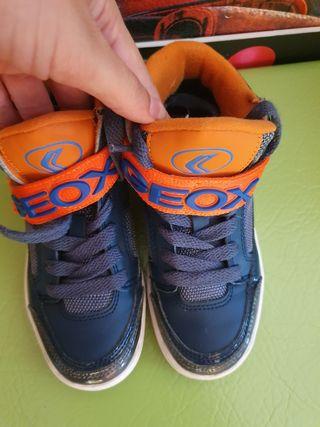 zapatillas Geox niño por 40 los dos pares.
