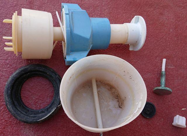 tanque cisterna inodoro wc vater baño roca grifo