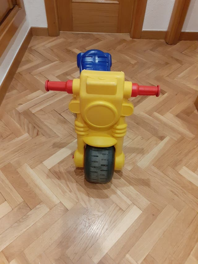 regalo moto molto, puzzles, juego tuercas habilida