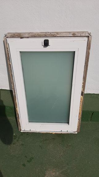 puerta entrada 220x91puerta y ventana de baño