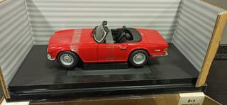 Triumpg TR6 1974 Roadster Diecast 1:18 en caja
