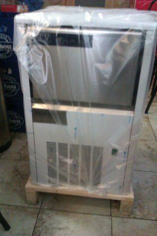 Maquina hielo cubito macizo ITV a estrenar