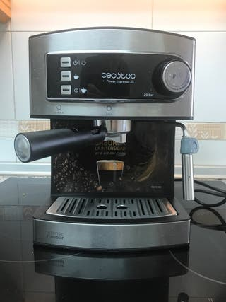 Cafetera Cecotec 850W con vaporizador