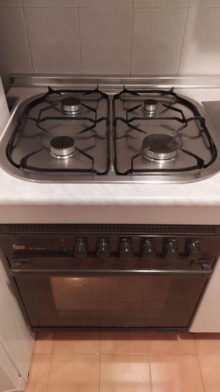 Cocina de gas horno eléctrico Teka
