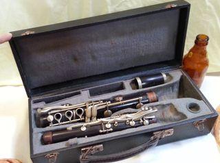Clarinete viejo. Años 60-70. NO funciona. Estuche