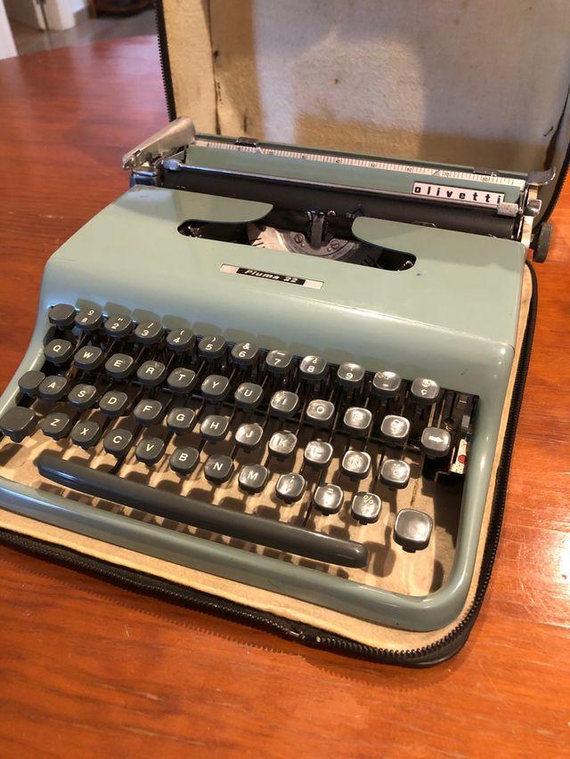 Máquina de escribir Olivetti Pluma 22