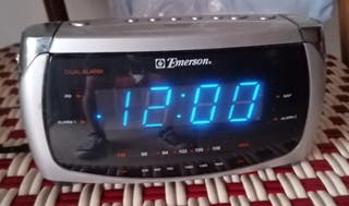 RADIO DESPERTADOR CON FM Y AM