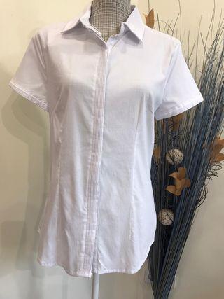 Camisa blanca nueva con etiqueta