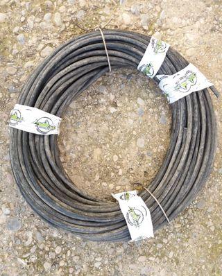 Cable eléctrico negro de 5,5 mm.