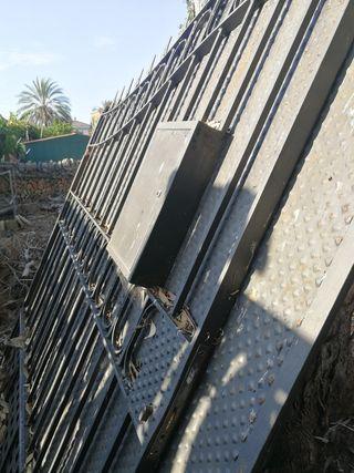 Puerta de acero entrada con buzón