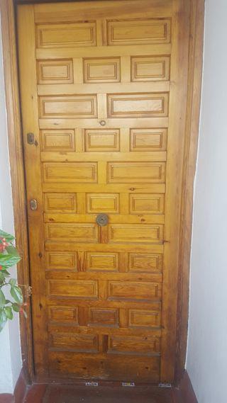 Puerta de acceso a vivienda.