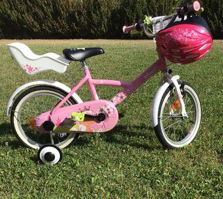 Bicicleta niña 16'' ruedines y casco.