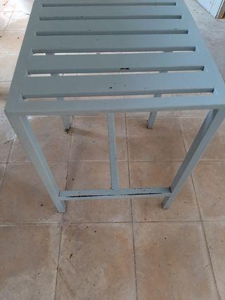 taburete hierro pintado gris