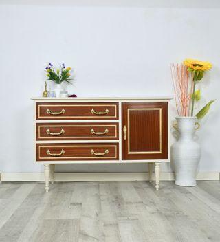 Aparador o mueble auxiliar bajo renovado