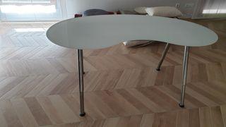 escritorio de habitacion/ despacho con tablero de